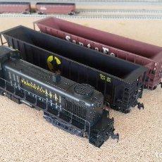 Trenes Escala: LOCOMOTORA KATO RS-1 PENNSYLVANIA Y 2 HOPPERS ATHEARN ESCALA H0. Lote 154907370