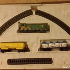 Trenes Escala: COLECCIONABLE TREN IBI. RENFE. LOCOMOTORA, VAGONES, VIAS. DE ESPAÑA. NO TIENE LA TAPA DE LA CAJA. Lote 155793882