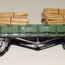 Trenes Escala: VAGÓN CON CARGA DE TRONCOS DE LA MARCA PIKO. Lote 156587130
