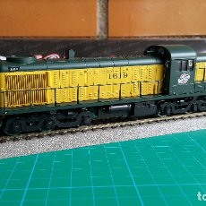 Trenes Escala: LOCOMOTORA ATLAS ALCO RSD-4-5 CHICAGO & NORTH WESTERN #1619 ESCALA H0 (NUEVA). Lote 134375918