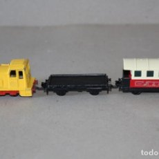 Trenes Escala: MATCHBOX: TREN: LOCOMOTORA SHUNTER, FLAT CAR, PASSENGER COACH - LESNEY PRODUCT 1978. MADE IN ENGLAND. Lote 169442196