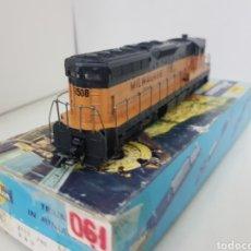 Trenes Escala: ATHEARN 8508 LOCOMOTORA USA MILWAUKEE 8508 NARANJA Y NEGRA DE 21 CM DIGITALISADA. Lote 169662317