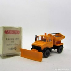 Trenes Escala: WIKING MERCEDES BENZ UNIMOG U1300 1988/2000 QUITANIEVES. ESCALA 1/87 H0 (1457). Lote 171183873