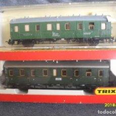 Trenes Escala: 2 VAGONES TRIX. Lote 159614878
