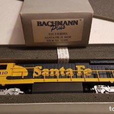 Trenes Escala: HO BACHMANN PLUS #31105 B23-7 DIESEL SANTA FE. Lote 187579475