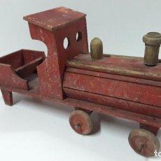 Trenes Escala: MUY ANTIGUA MAQUINA DE TREN . REALIZADA EN MADERA . JUGUETE DE ARRASTRE AÑOS 30 / 40 . LARGO 40 CM. Lote 188417305