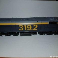 Trenes Escala: MEHANO HO LOCOMOTORA RENFE TAXI DIESEL 319.2 DIGITAL. Lote 188670330