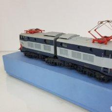Trenes Escala: LOCOMOTORA DE LA FS MARCA FN ESCALA H0 22 CM GRIS Y AZUL OSCURO. Lote 192152856