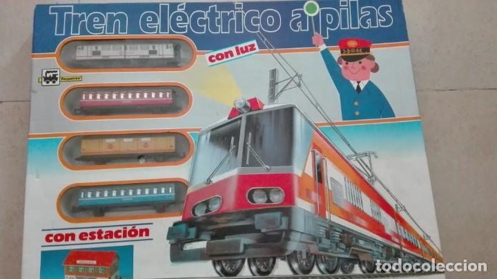 TREN ELECTRICO A PILAS CON LUZ Y ESTACION ''PEQUETREN'' REF.602 ,TREN CORREO MADRID ALICANTE,NUEVO S (Juguetes - Trenes Escala H0 - Otros Trenes Escala H0)
