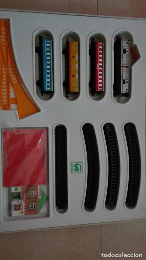 Trenes Escala: Tren electrico a pilas con luz y estacion pequetren ref.602 ,tren correo madrid alicante,nuevo s - Foto 3 - 193258311