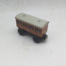 Trenes Escala: TREN DE MADERA, ENSAMBLAJE CON IMANES. VAGÓN ANNIE. Lote 193834131