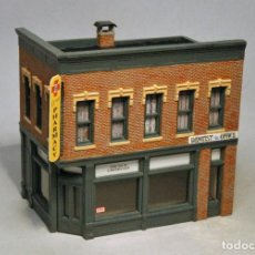 Trenes Escala: WOODLAND SCENICS ESCALA H0. PHARMACY. 7X11X10CMS. CON INTERIOR DECORADO DE LA FARMACIA.. Lote 194283505