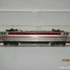 Trenes Escala: ANTIGUA LOCOMOTORA ELÉCTRICA EN ESCALA *H0* DE JOUEF. Lote 194374151