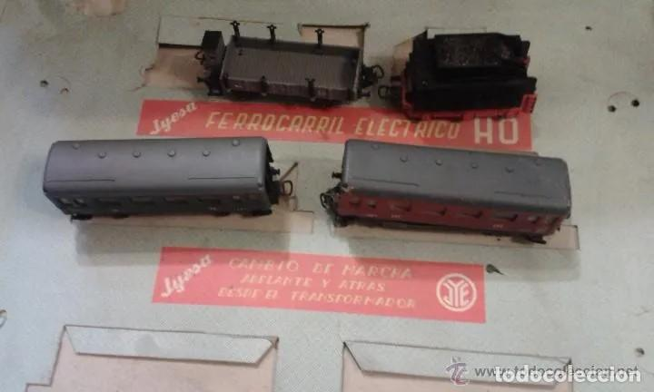 Trenes Escala: Jyesa antiguo lote de vias y desvios (48 piezas) escala H0 y vagones con la caja grande original. - Foto 4 - 194394930