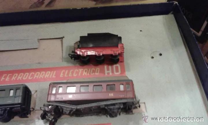 Trenes Escala: Jyesa antiguo lote de vias y desvios (48 piezas) escala H0 y vagones con la caja grande original. - Foto 5 - 194394930