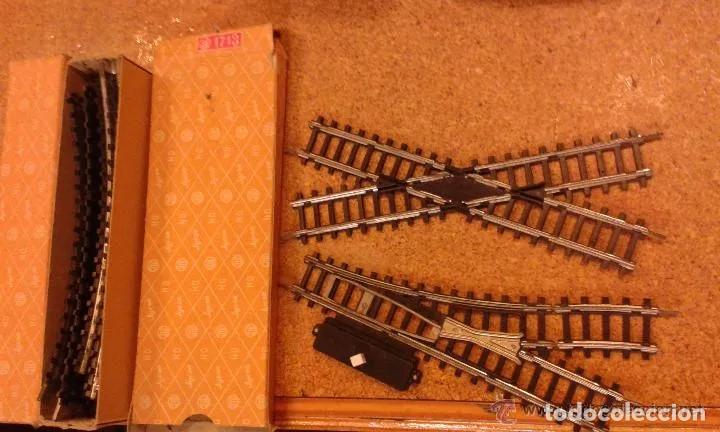 Trenes Escala: Jyesa antiguo lote de vias y desvios (48 piezas) escala H0 y vagones con la caja grande original. - Foto 6 - 194394930