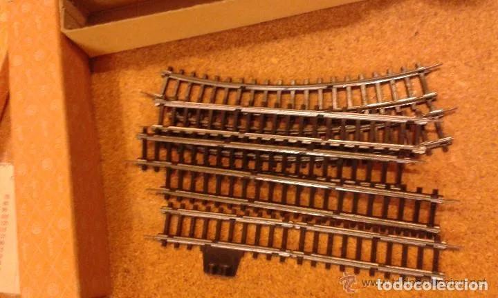 Trenes Escala: Jyesa antiguo lote de vias y desvios (48 piezas) escala H0 y vagones con la caja grande original. - Foto 7 - 194394930