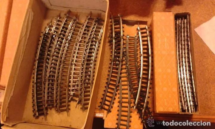 Trenes Escala: Jyesa antiguo lote de vias y desvios (48 piezas) escala H0 y vagones con la caja grande original. - Foto 10 - 194394930