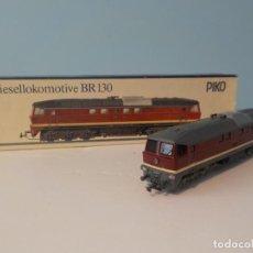 Trenes Escala: PIKO H0 - 6/6010 - LOCOMOTORA DIÉSEL-ELÉCTRICA - BR 130 (V300). LUDMILLA - DR (DDR). Lote 194764883