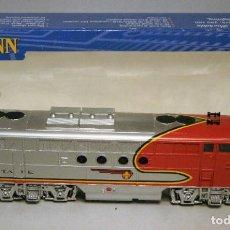 Trenes Escala: BACHMANN. ESCALA H0. LOCOMOTORA EMD F7 A. SANTA FE. WARBONNET. DIGITAL. Lote 195075456