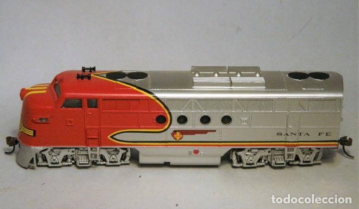 Trenes Escala: BACHMANN. Escala H0. Locomotora EMD F7 A. Santa Fe. Warbonnet. Digital - Foto 2 - 195075456
