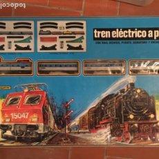 Trenes Escala: PEQUETREN TREN ELECTRICO A PILAS MODELO 512 NUEVO SIN ESTRENAR ORIGINAL ANTIGUO. Lote 199836540