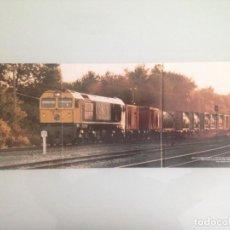 Trenes Escala: POSTER TREN , 59X21, TECO CORUÑA-SANTIAGO-ABROÑIGAL, LOCOMOTORA 319.326-5, HOBBYTREN. Lote 201305940