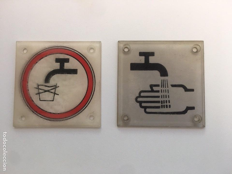 2 ANTIGUAS PLACAS WC VAGONES RENFE METRACRILATO 60 MM (Juguetes - Trenes - Varios)