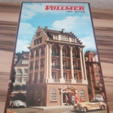 Trenes Escala: HOTEL PARA MAQUETA DE TREN O SIMILARES,VOLLMER W. GERMANY ,H0 3772,AÑOS 80,EN CAJA. Lote 210264190