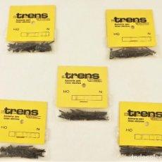 Trenes Escala: CINCO BOLSITAS CON TORNILLOS PARA FIJACIÓN. MAQUETAS Y DIORAMAS. TRENS. Lote 210841069