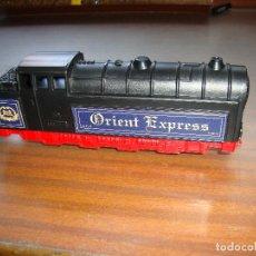 Trenes Escala: PEQUETREN. ORIENT EXPRESS. CON TRES VAGONES TREN A PILAS.SIN LAS PILAS Y CON CIRCUITO VER FOTOS. Lote 212631455