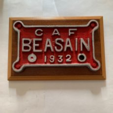 Trenes Escala: RENFE PLACA ORIGINAL LOCOMOTORA CAF BEASAIN 1932. Lote 214039311