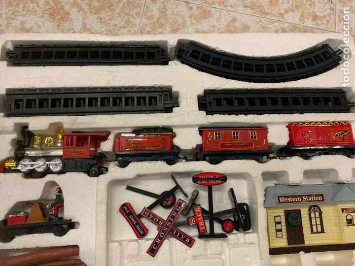 Trenes Escala: Bonito tren a pilas, con muchos complementos. CLASSIC WESTERN EXPRESS. en caja original. ver fotos - Foto 3 - 218831425