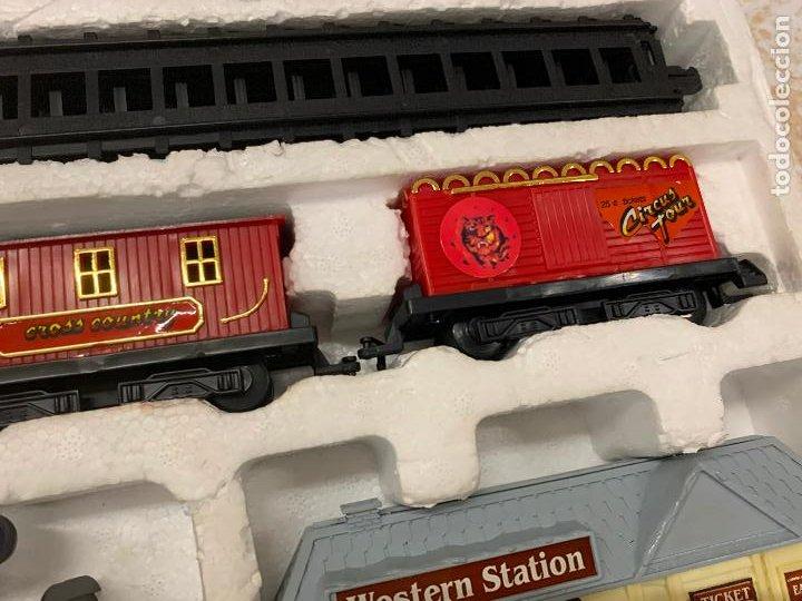 Trenes Escala: Bonito tren a pilas, con muchos complementos. CLASSIC WESTERN EXPRESS. en caja original. ver fotos - Foto 4 - 218831425