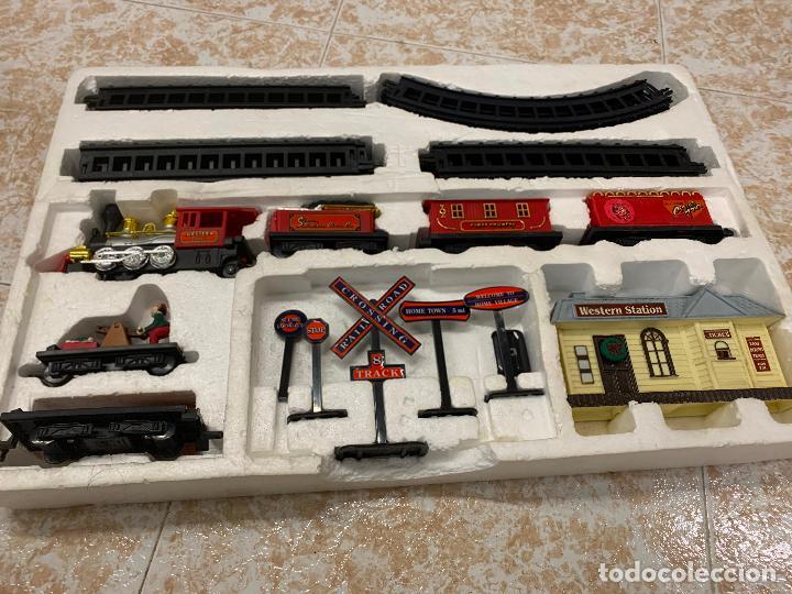 Trenes Escala: Bonito tren a pilas, con muchos complementos. CLASSIC WESTERN EXPRESS. en caja original. ver fotos - Foto 13 - 218831425