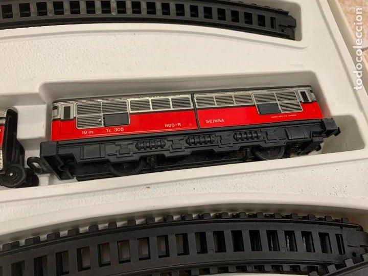 Trenes Escala: Extraordinario TREN ARTICULADO PEQUETREN vagones hojalata. Impecable. Con luz. La caja mide 71x47cms - Foto 9 - 220837916