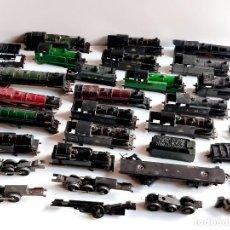 Trenes Escala: GRAN LOTE DE TRENES CARCASAS DE METAL Y PASTA Y ALGUNOS RODAMIENTOS - 12 A 17.CM LARGO - 2500.GRAMOS. Lote 221511996