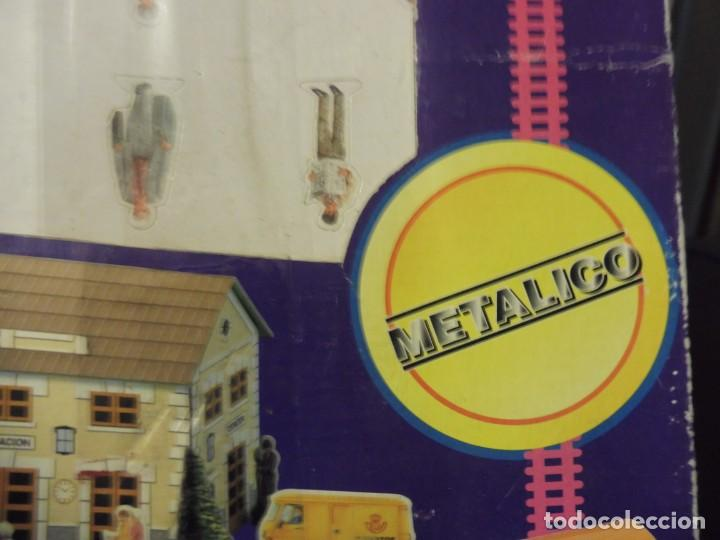 Trenes Escala: Pequetren doble viajeros y mercancías ref. 900 en caja metálico con luz - Foto 3 - 221954571
