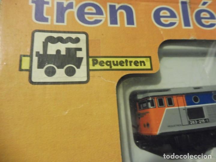 Trenes Escala: Pequetren doble viajeros y mercancías ref. 900 en caja metálico con luz - Foto 4 - 221954571