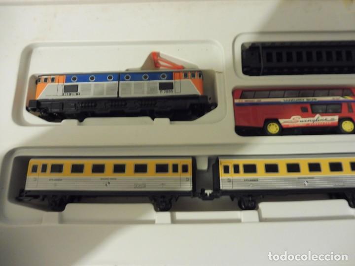 Trenes Escala: Pequetren doble viajeros y mercancías ref. 900 en caja metálico con luz - Foto 6 - 221954571