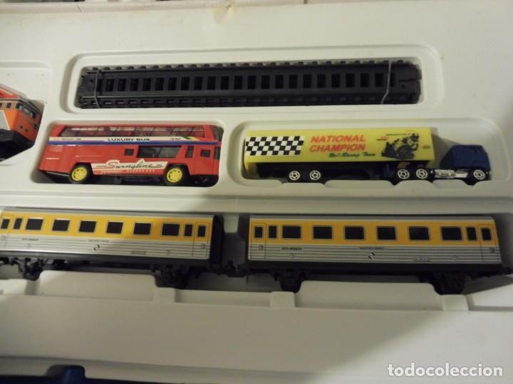 Trenes Escala: Pequetren doble viajeros y mercancías ref. 900 en caja metálico con luz - Foto 7 - 221954571