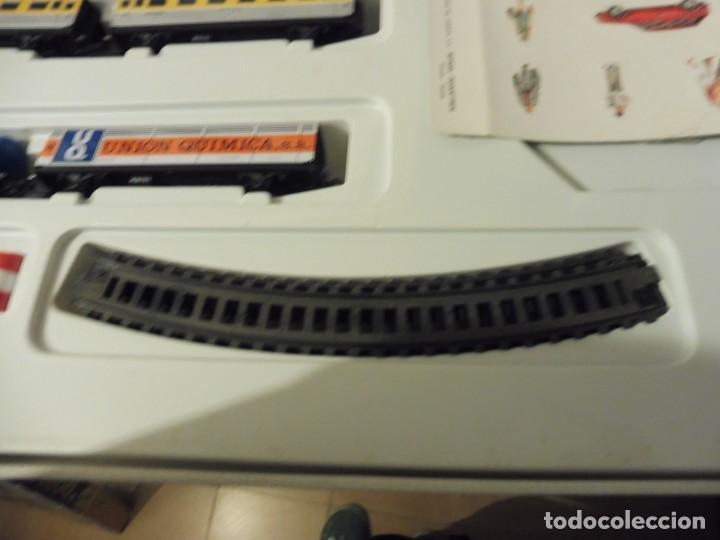 Trenes Escala: Pequetren doble viajeros y mercancías ref. 900 en caja metálico con luz - Foto 8 - 221954571
