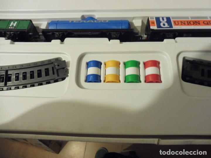 Trenes Escala: Pequetren doble viajeros y mercancías ref. 900 en caja metálico con luz - Foto 9 - 221954571