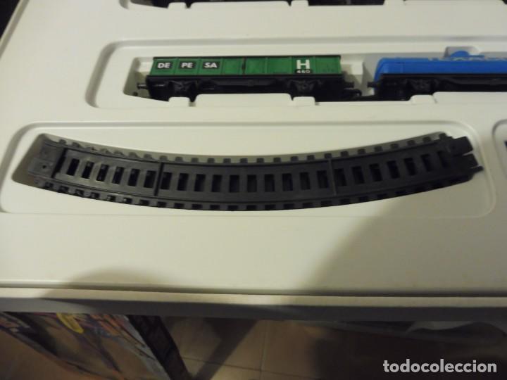 Trenes Escala: Pequetren doble viajeros y mercancías ref. 900 en caja metálico con luz - Foto 10 - 221954571
