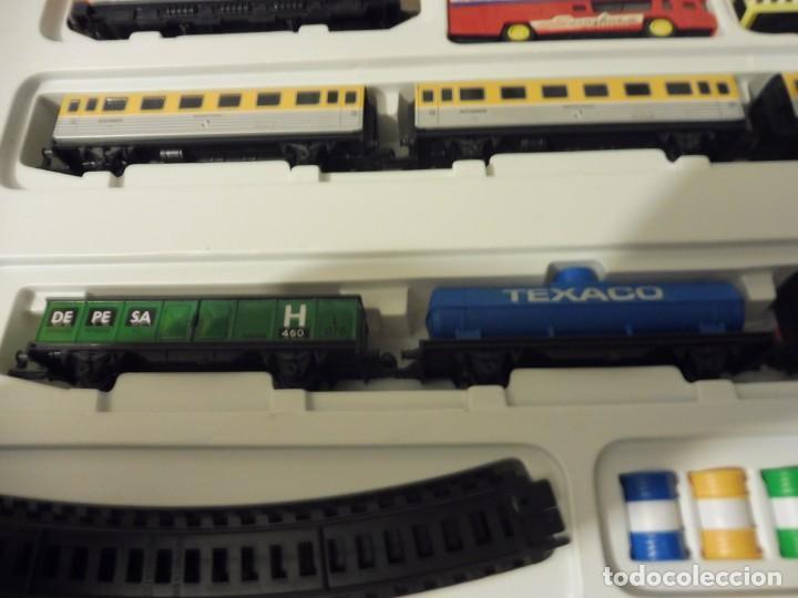 Trenes Escala: Pequetren doble viajeros y mercancías ref. 900 en caja metálico con luz - Foto 11 - 221954571