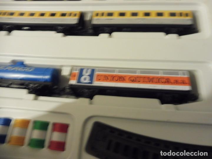 Trenes Escala: Pequetren doble viajeros y mercancías ref. 900 en caja metálico con luz - Foto 12 - 221954571
