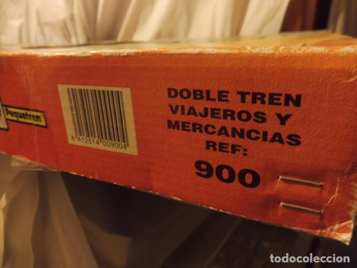 Trenes Escala: Pequetren doble viajeros y mercancías ref. 900 en caja metálico con luz - Foto 19 - 221954571
