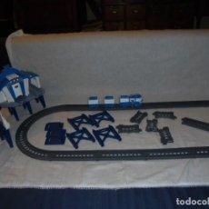 Trenes Escala: TREN SILVERLIT CON VIAS ESTACION LO QUE SE VE EN LAS FOTOS. Lote 225315363