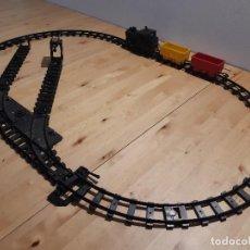 Trenes Escala: CIRCUITO DE TREN DE JUGUETE A PILAS. LEER. AÑOS 60-70. Lote 227737690