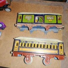 Trenes Escala: DOS VAGONES DE TREN LITOGRAFIADO... NO SE A CUAL PUEDE PERTENECER.. TAL CUAL IMÁGENES. Lote 228052115